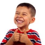 niño contento después del dentista